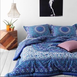 Urban Outfitters Medallion Comforter Full/Queen